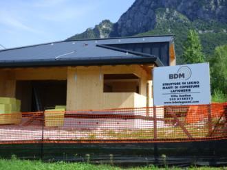 casa prefabbricata in legno Comune di Tolmezzo - veduta frontale