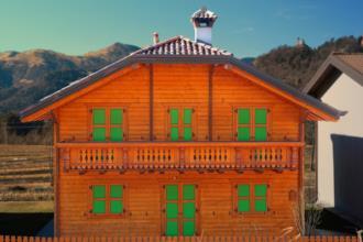 Casa in legno prefabbricataIllegio. Verso sera.