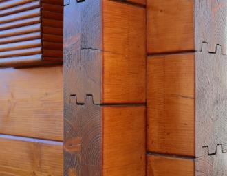 Casa prefabbricata in legno ad Illegio - dettaglio costruttivo di una parete